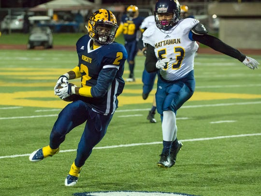 Battle Creek Central's Cyntell Williams catches a pass