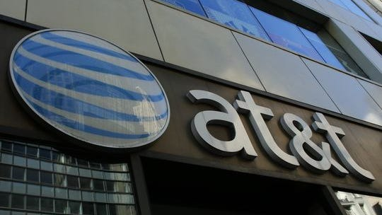 An AT&T store is seen on 5th Avenue in New York. (Photo: Kena Betancur, AFP/Getty Images)