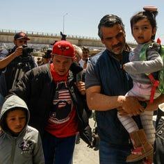 Estadounidenses abren sus casas a inmigrantes de la caravana