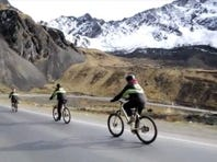 Bolivia's 'death road' lures daredevil cyclists