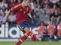 Spain's David Villa scores from a penalty kick during a friendly soccer match against Saudi Arabia at the Pasaron stadium in Pontevedra, north western Spain, Friday Sept. 7, 2012. (AP Photos/Lalo R. Villar)