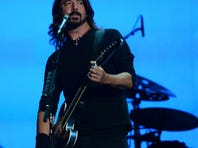 Dave Grohl of the Foo Fighters will guest host E! talk show 'Chelsea Lately' this week