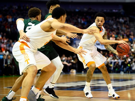 Tennessee guard Lamonte Turner (1) passes the ball