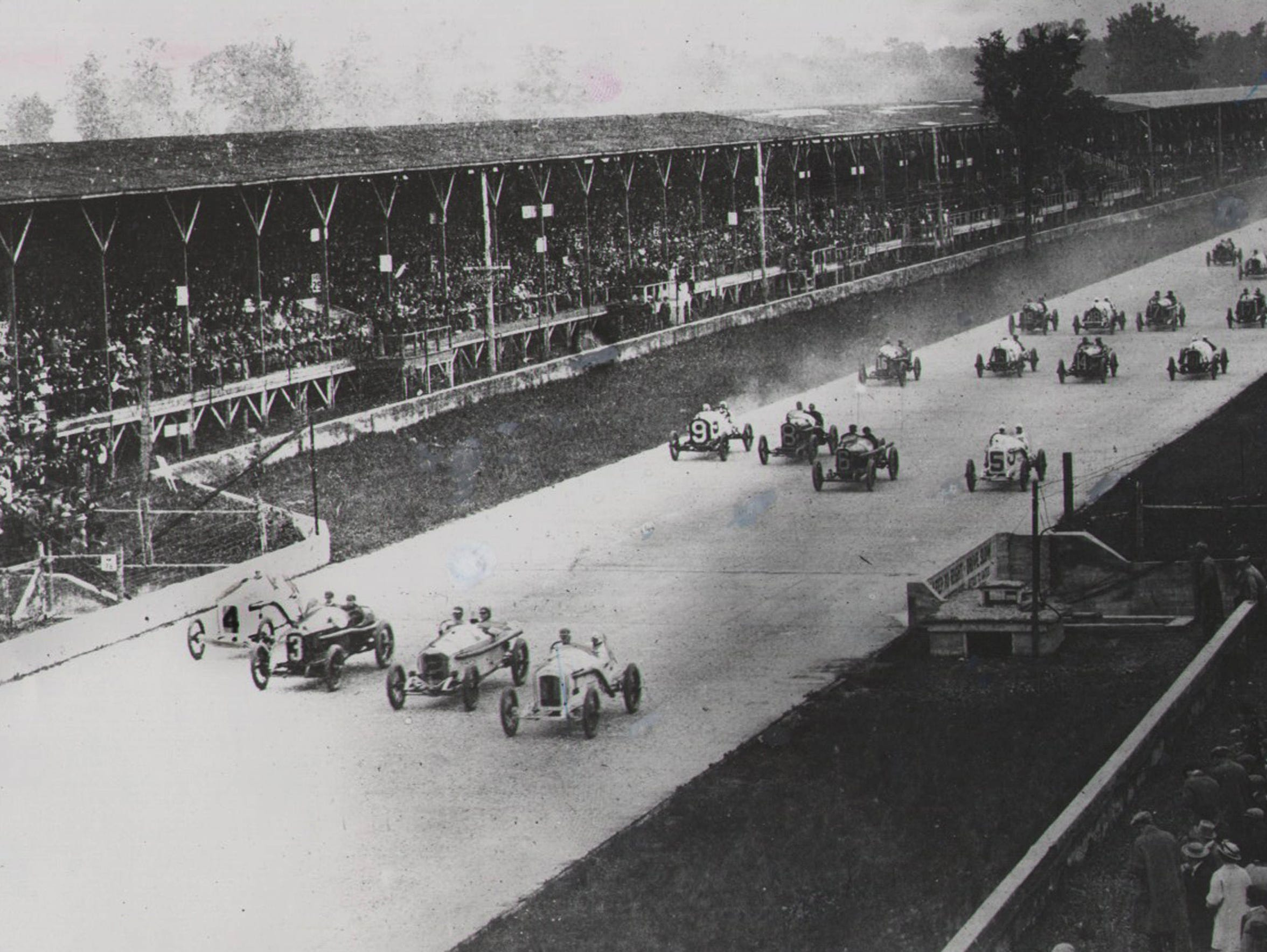 The first lap of the 1915 Indianapolis 500.