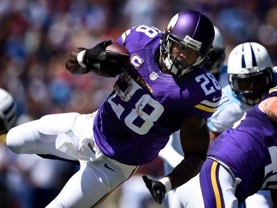 Vikings running back Adrian Peterson (28) runs at Nissan Stadium Sunday Sept. 11, 2016, in Nashville, Tenn.