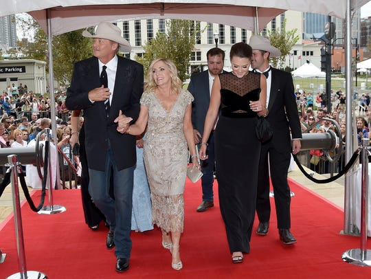 Singer-songwriter Alan Jackson, wife Denise Jackson