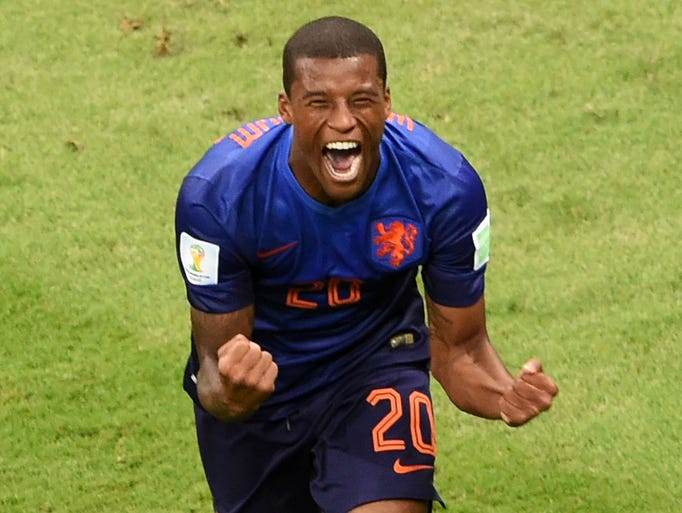 Georginio Wijnaldum celebrates after scoring the Netherlands' third goal.