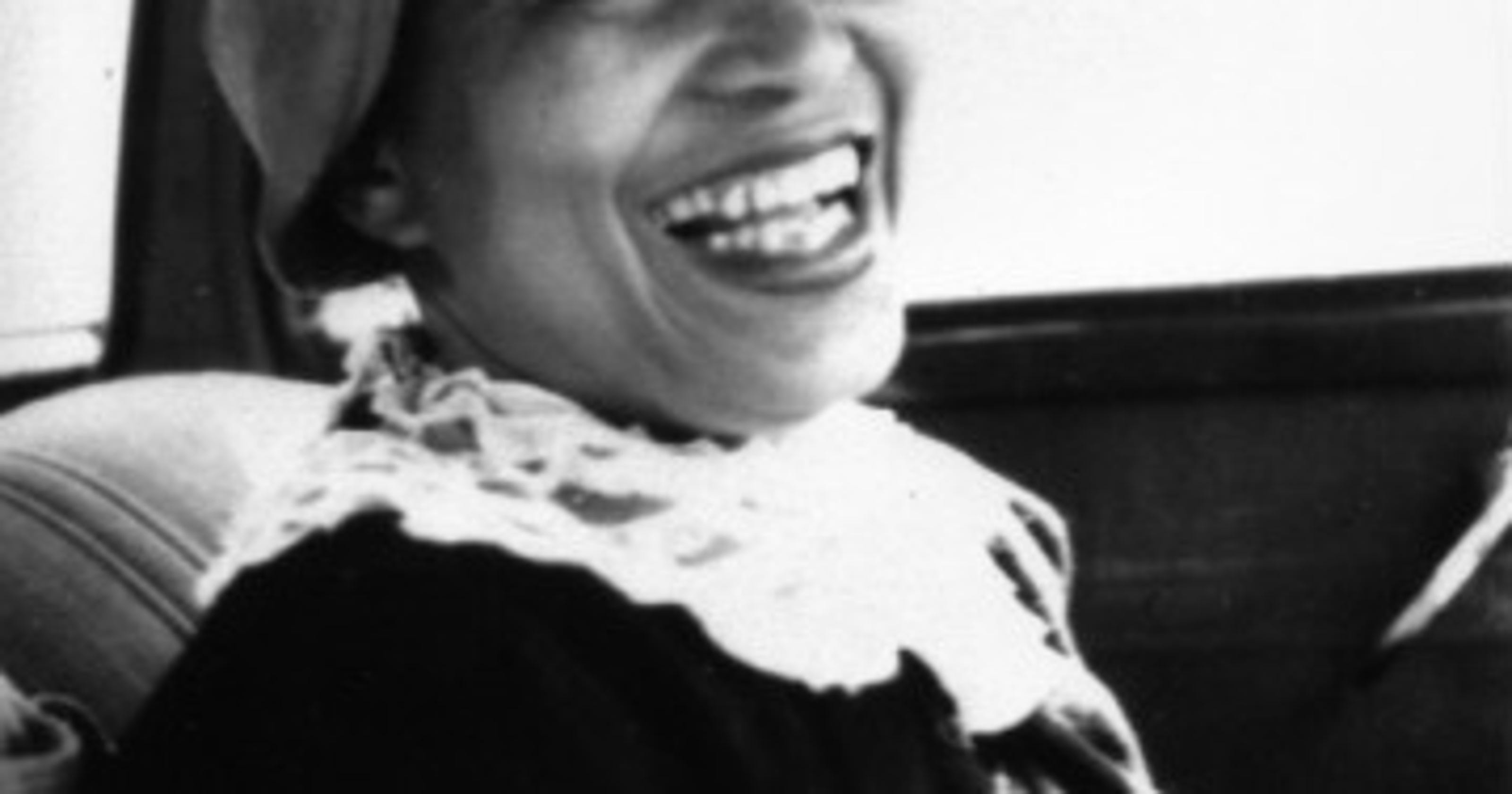 """reading response 4 zora neale The main character in zora neale hurston's """"sweat"""" is a washerwoman and has a habit of working late sunday night to get a start on her week after she's gone ."""