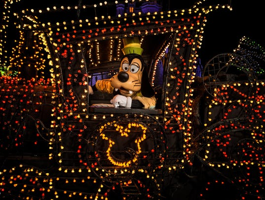 636196571896824025-Disneys-Electrical-Parade-9-High-Res-1-.jpg