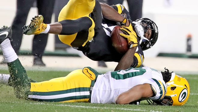 Green Bay Packers cornerback Kevin King (20) tackles Pittsburgh Steelers wide receiver Eli Rogers (17) at Heinz Field Sunday, November 26, 2017 in Pittsburgh, PA.