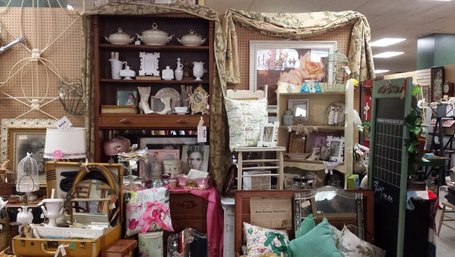 Decorating using vintage decor has become a hugely popular trend. There are many eras to choose from when selecting pieces.