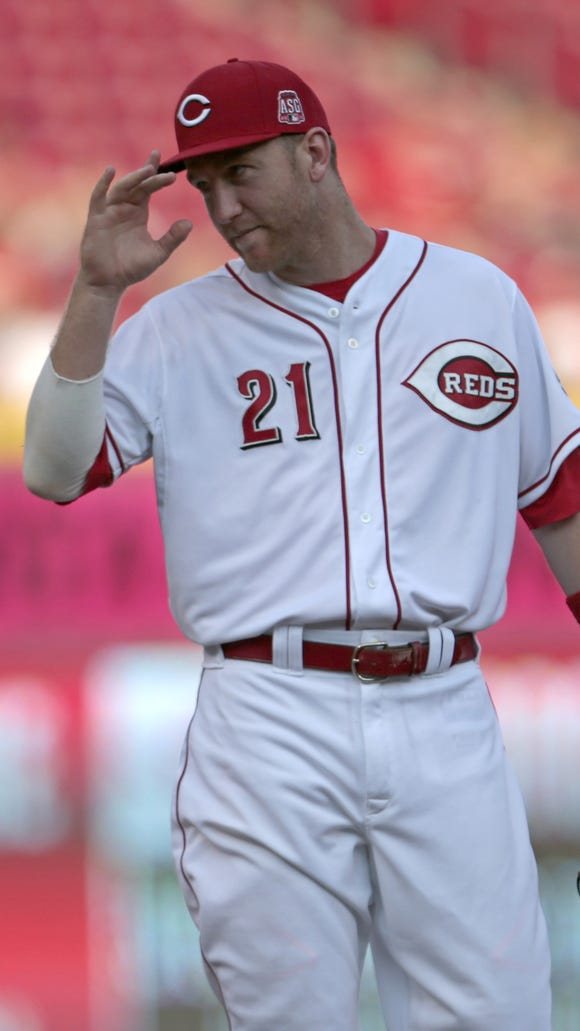 Reds third baseman Todd Frazier tips his hat to a fan