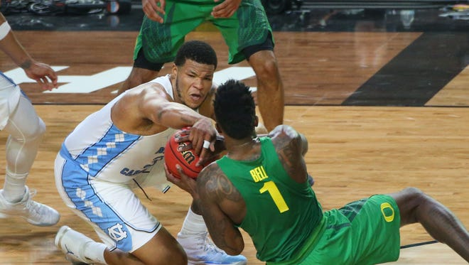 North Carolina's Kennedy Meeks fights for a loose ball with Oregon's Jordan Bell in the final minute of the NCAA Final Four semifinal game against Oregon at University of Phoenix Stadium in Glendale on Saturday, April 1, 2017. North Carolina won the game 77-76.