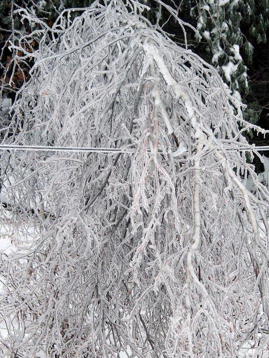 -BUR 1224 ice storm C1.jpg_20131224.jpg