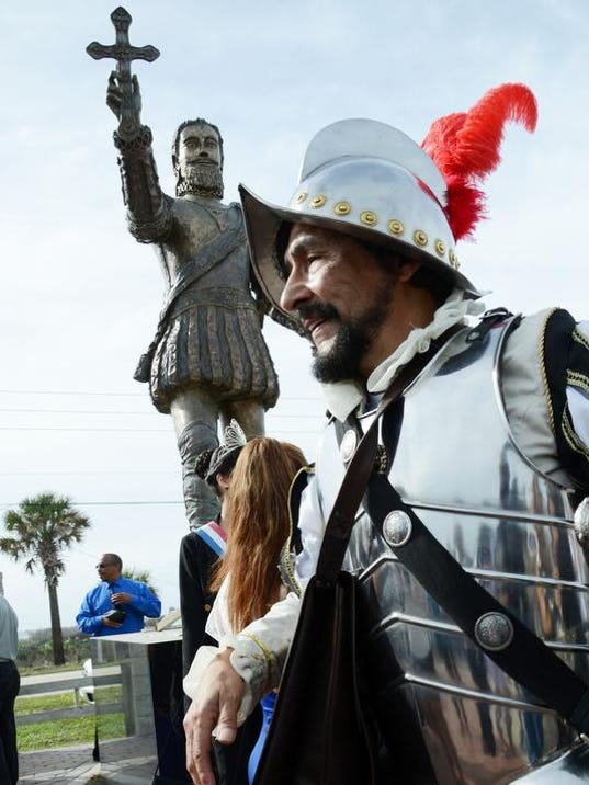crb122813 statue 5 .jpg