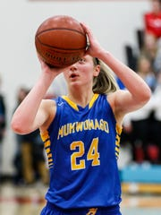 Mukwonago junior Natalie Andersen (24) shoots from the line at Arrowhead on Friday, Jan. 5, 2018.