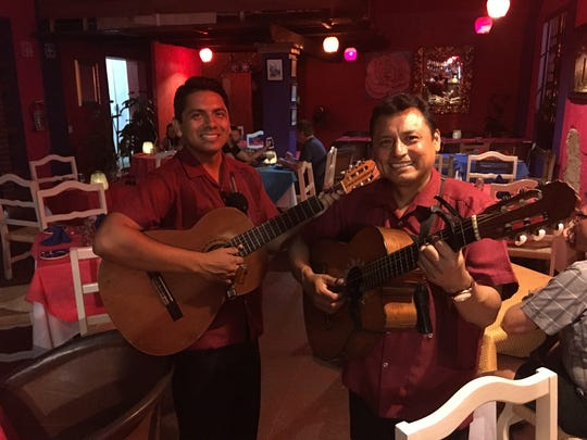 The duo Gamaliel Rios sing Mexican folk songs for you
