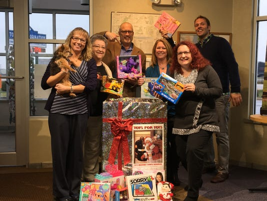 636161826200206809-Toys-for-Tots-group.jpg