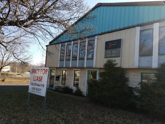 The vac ant office building at 232 Lincoln Boulevard will be demolished to make way for a new apartment complex.
