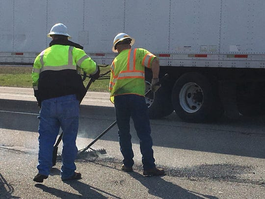 TDOT crews begin work  to repair potholes on I-40 East