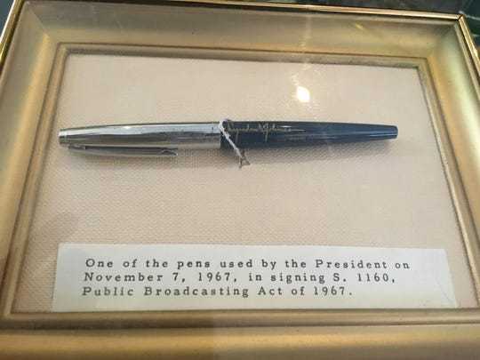 An up-close look of the presidential pen given to future