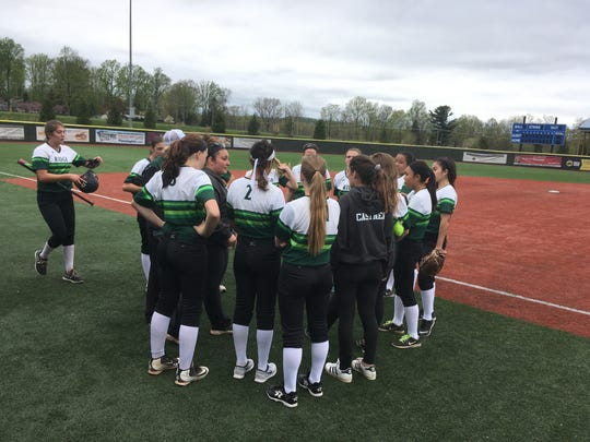 Ridge coach Jackie Spina huddles with her squad between innings Wednesday at Diamond Nation