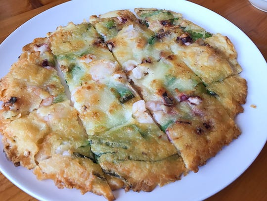 The scallion and vegetable pancake (haemul-pajeon)