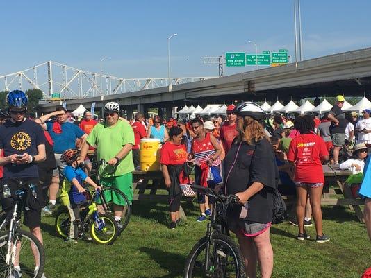 636316568688351636-hike-bike-2017-crowd.jpg