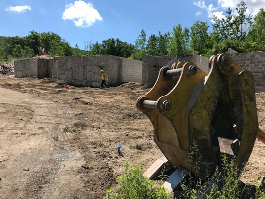 Lakeside Manor demolition in Wanaque June 1, 2017