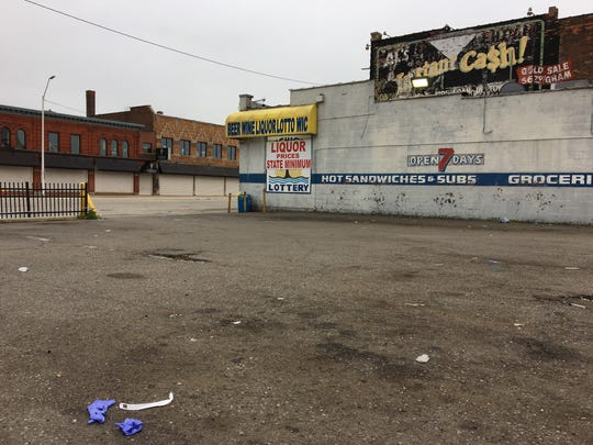 A suspect died and a Detroit police officer was injured