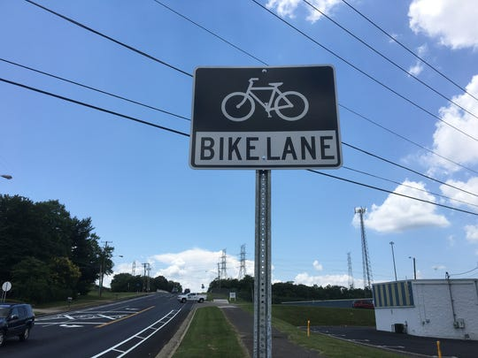 Knoxville in 2016 reported 16 miles of bicycle lanes on city roads. Alcoa recorded 4.7 miles of bike lanes.