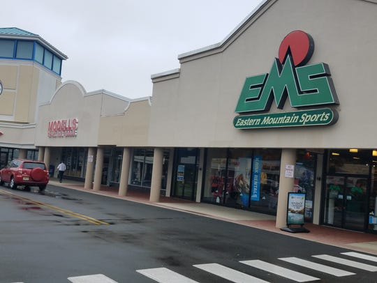 The new Zoo Health Club will be between Modell's and