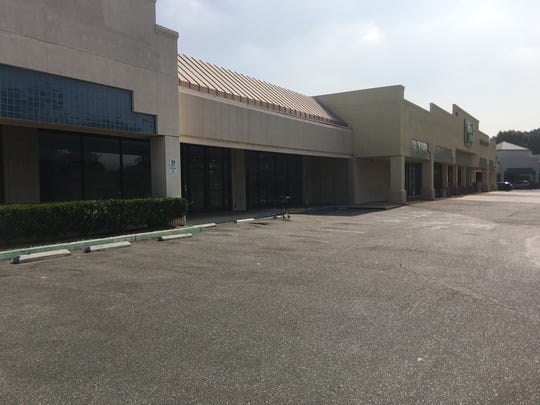 The Belwood Center in Simi Valley, where a developer wants to build a four-story apartment complex, is plagued by vacancies.