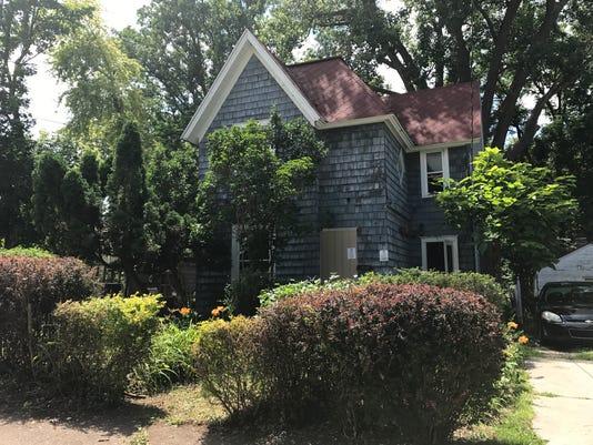 636359650296509638-walnut-house.JPG