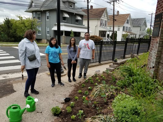 636360770435244448-2017-rotary-bbgc-planting-at-old-cemetery-masha-and-BBHS-students.jpg