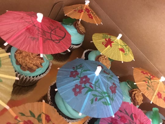 Luau cupcakes are ready for a beach party at Bakery