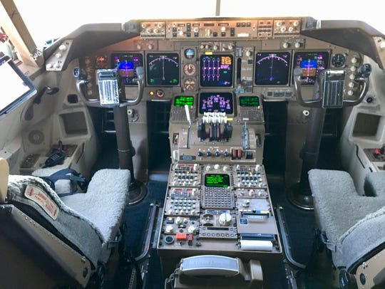 The cockpit of a United Airlines Boeing 747-400 at