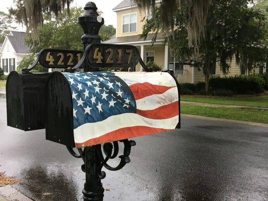 636373612421512278-Flag-mailbox.jpeg