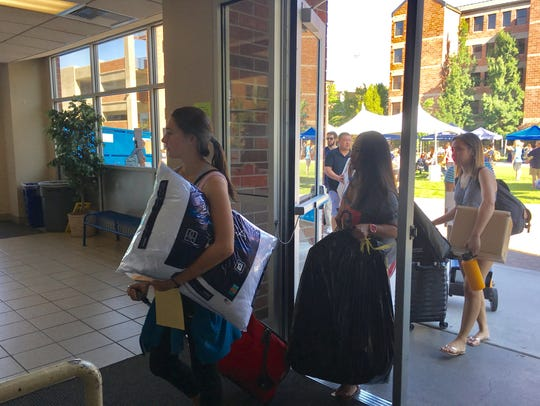 Thousands of students move in to University of Nevada,
