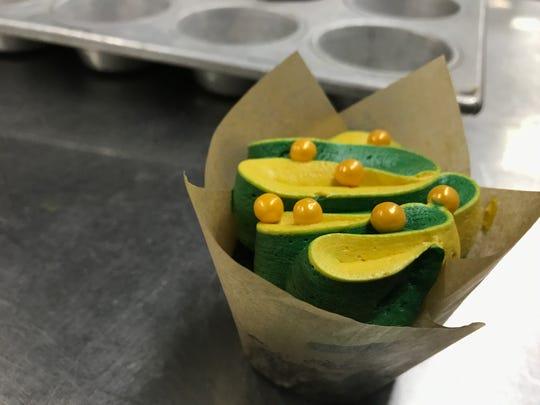 Green & Gold Bomb Cupcake