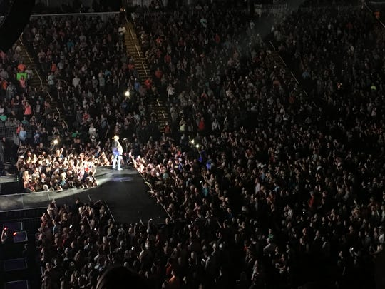 Jason Aldean plays to a packed house at the Ford Center