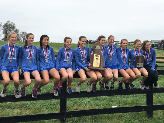 Highlands poses with its state championship trophy