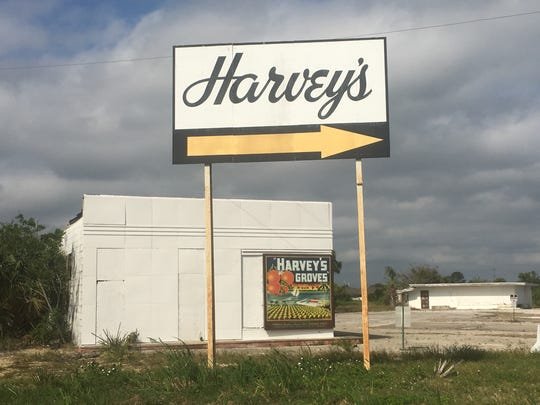 A sign pointing to Harvey's Groves on U.S. 1.