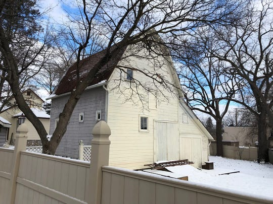 A barn from the 1890s is offered for free in downtown