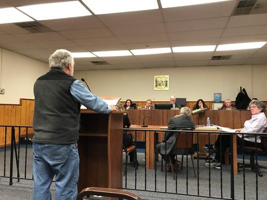 Emerson resident Gary Schwinder speaks in favor of
