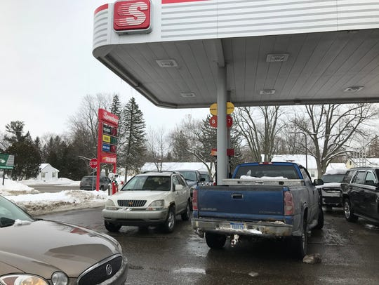 Motorist fill up their vehicles at Speedway in Eaton