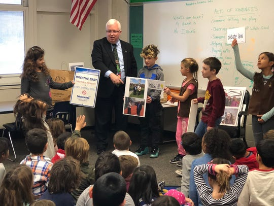 Mayor Pote of Watchung visited the second grade classes