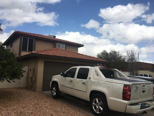 Phoenix man fatally shot in driveway