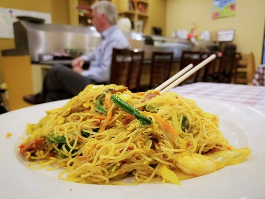 Singapore Rice Noodle with Curry, Ginmiya Asian Diner