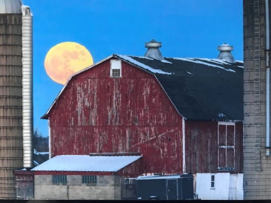 Blue-Moon-over-Waukesha-Joe-Meissner-Hartland.jpg